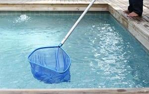 How to clean an Arizona swimming pool