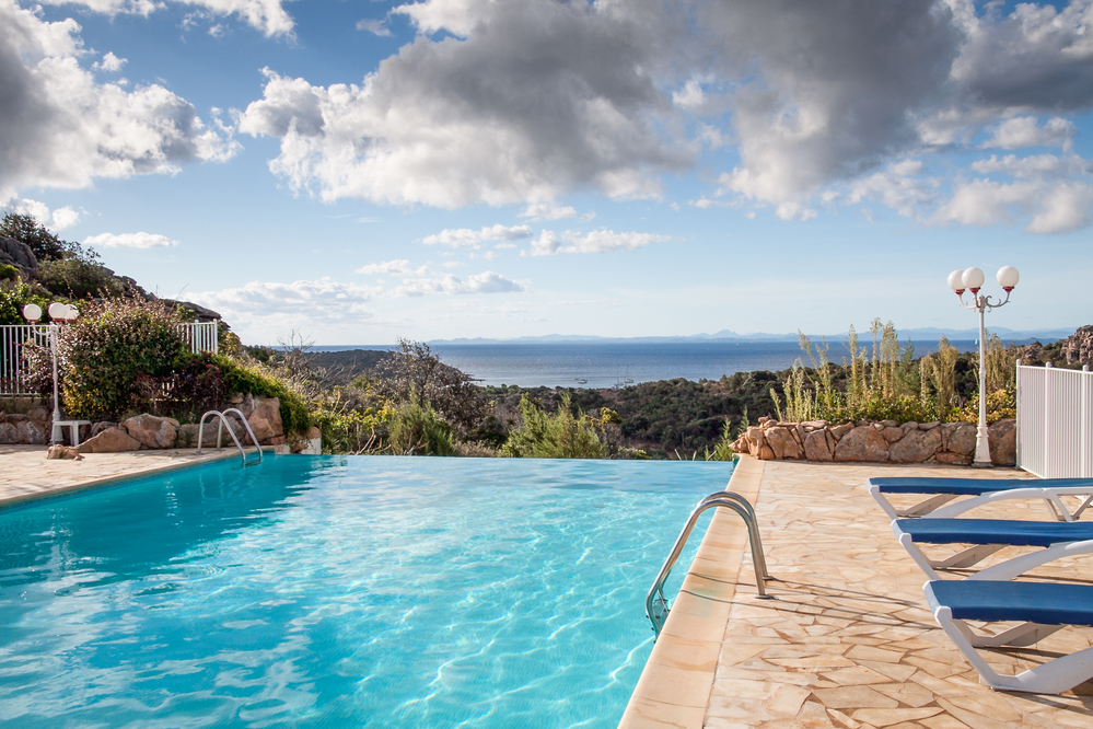 Should you have an infinity swimming pool?
